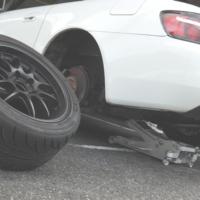 松戸のまごころタイヤ屋さんヴィヴィッドです。タイヤ販売、持ち込み、組組替え、バランス、サマータイヤ、スタッドレスタイヤ、バン・ライトトラック用タイヤ、トラック・バス用タイヤ、二輪車用タイヤ、車検、板金修理、走行会などの事なら何でもご相談下さい。